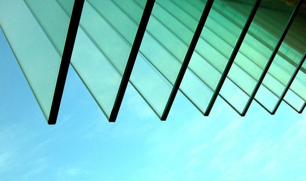 5 mẹo đơn giản phân biệt kính thường và kính cường lực